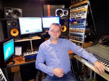 Динар Фейсханов в студии звукозаписи