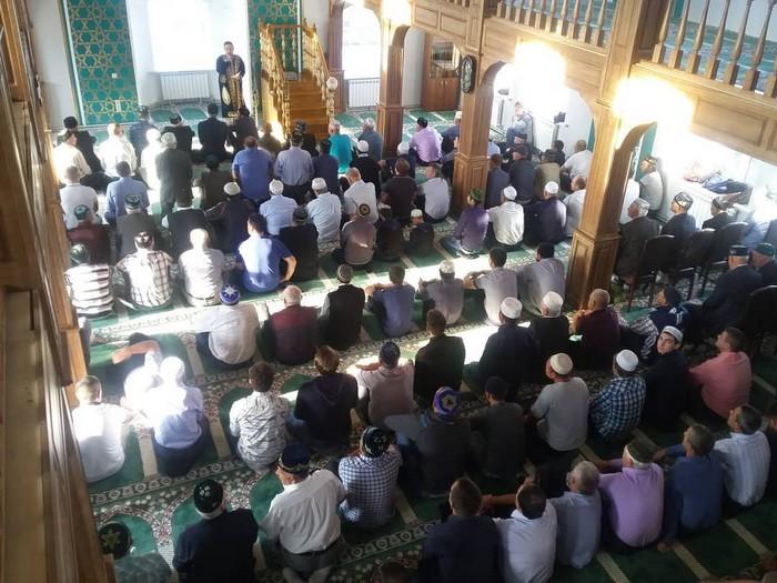 Имам и мусульмне в мечети с.Шубино