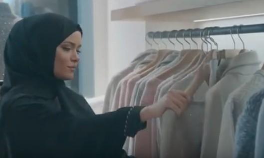 Мусульманка выбирает одежду
