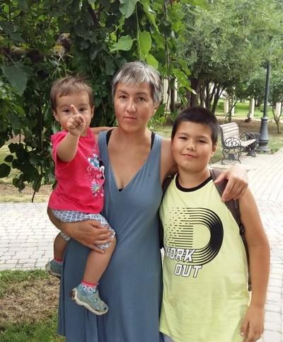 Зульфия Кутдюсова с сыном и дочкой